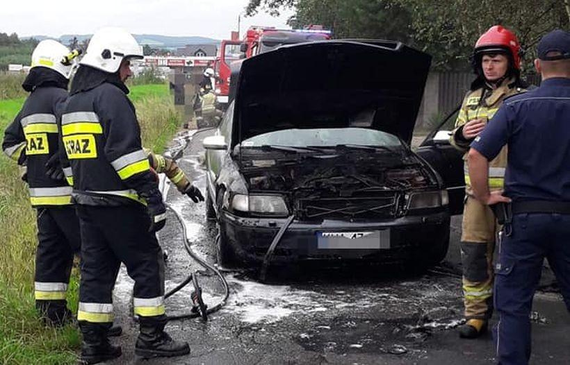 Pożar auta w Tomicach