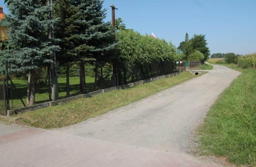 Kuria odda swoją drogę gminie. Będzie remont i oficjalna nazwa