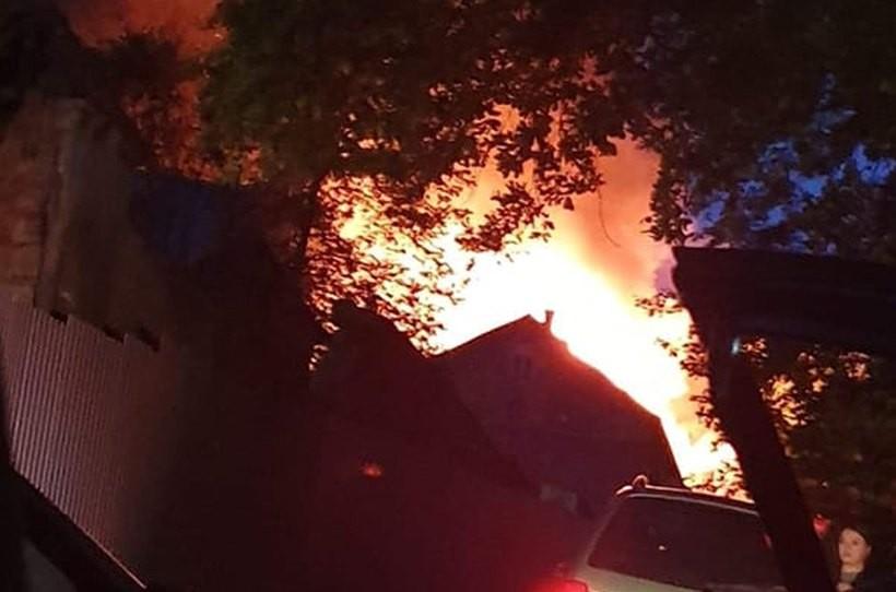 Duży pożar w Izdebniku. Lakiernia w ogniu, DPS zagrożony