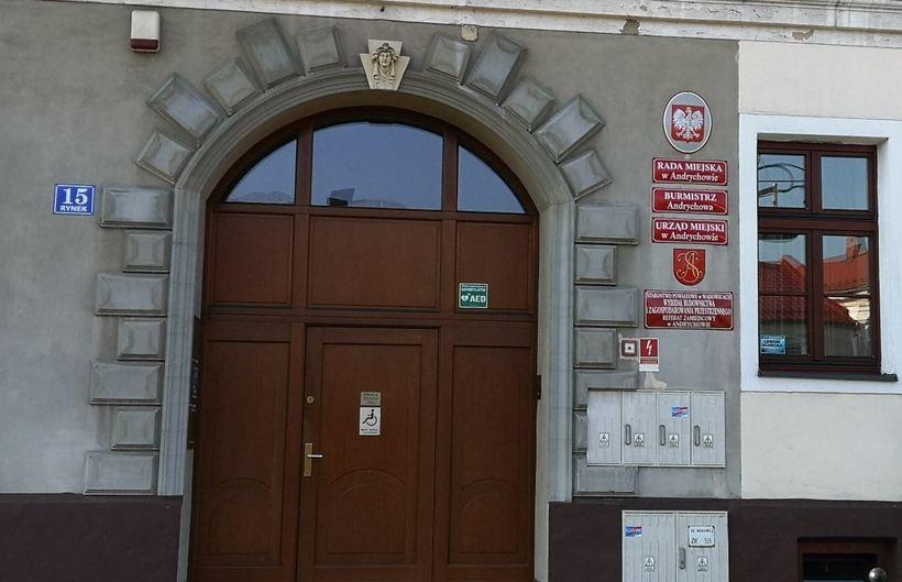 Wydział środowiska w Andrychowie zamknięty. Pracownik ma Sars Cov-2