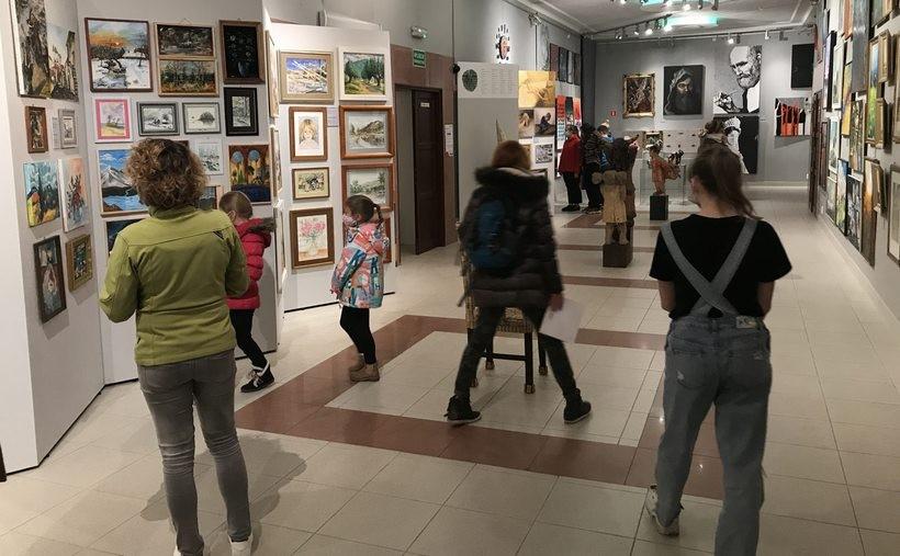 Wielka wystawa 48 artystów z Wadowic. Można ją oglądać codziennie
