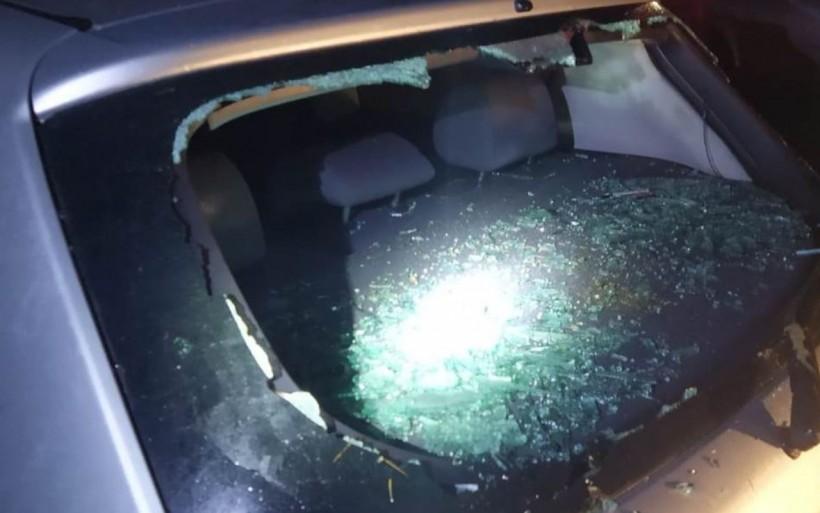Pijany 23-latek niszczył samochody na parkingu w Brodach. Co mu odbiło?