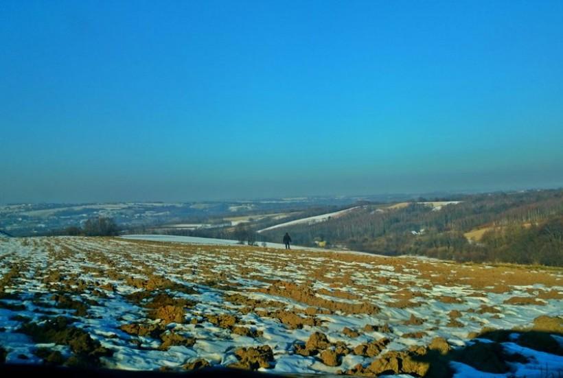 Ciemna, smogowa linia nad horyzontem to już norma w zimowych krajobrazach