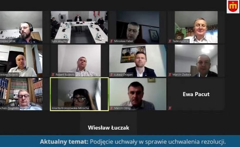 Screen z sesji Rady Miejskiej w Kalwarii