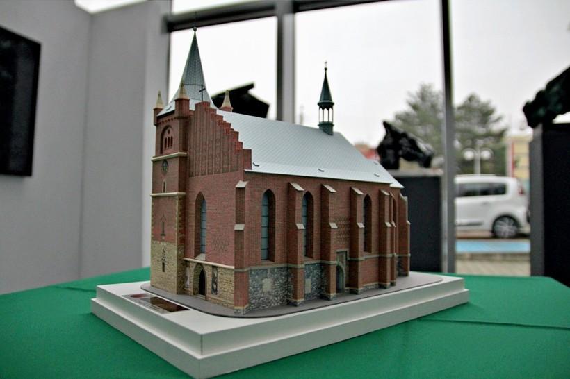Lepsze niż puzzle? Kościół w Zatorze może stać się prawdziwą kartonową perełką