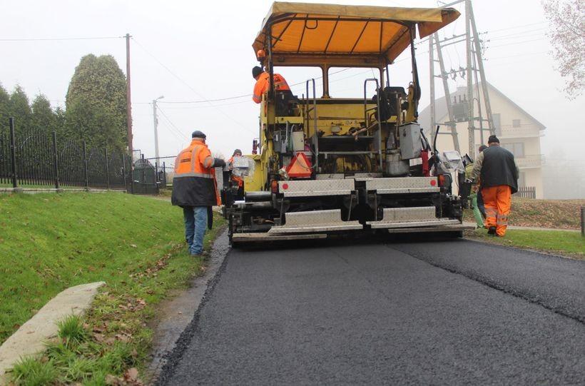 Kalwaria wyleje kilometry asfaltu. To wydatek ponad 2 mln zł