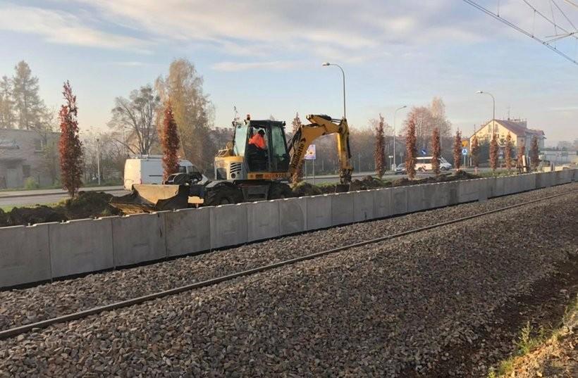 """PKP buduje przystanek kolejowy """"Wadowice"""". Internauci: """"Fajna inwestycja. Tylko kiedy to się zwróci"""""""