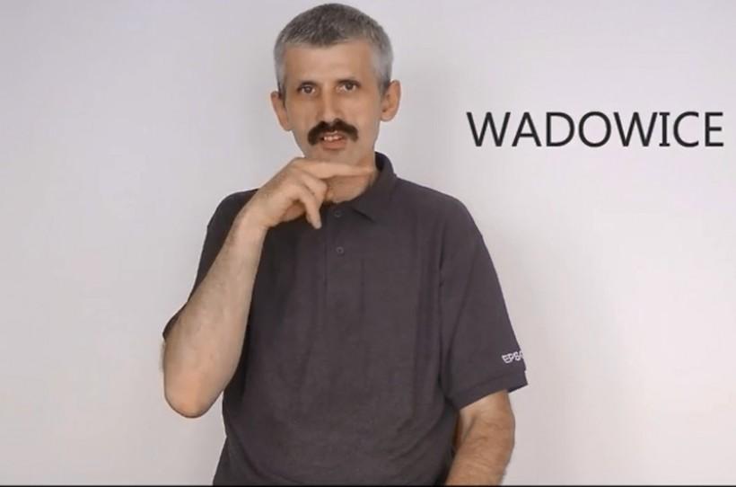 Słowo Wadowice jest bardzo proste do wypowiedzenia w języku migowym