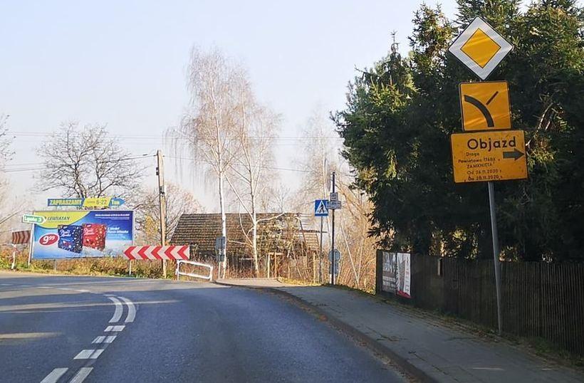 Znaki informowały o zamknięciu drogi od czwartku (26.11)