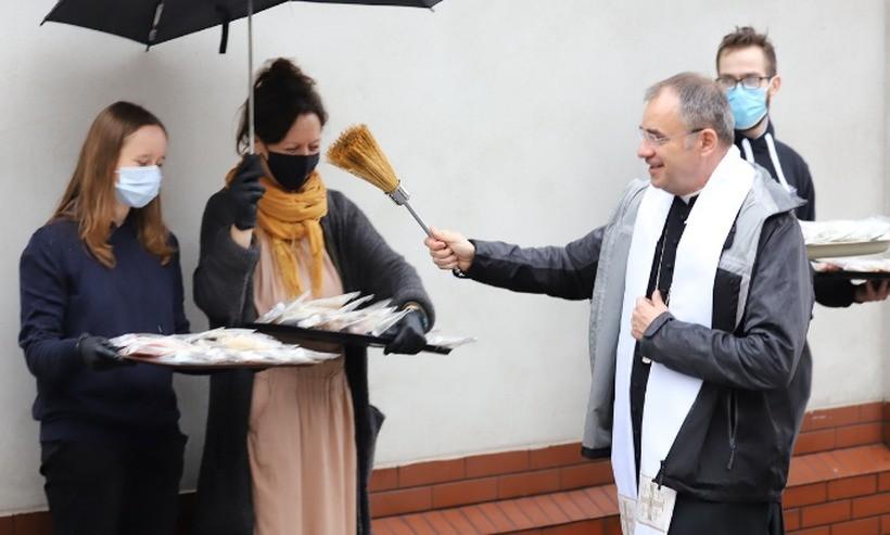Biskup nominat z Kalwarii Zebrzydowskiej już zaskakuje. Zaprosił ubogich i bezdomnych na swoje święcenia