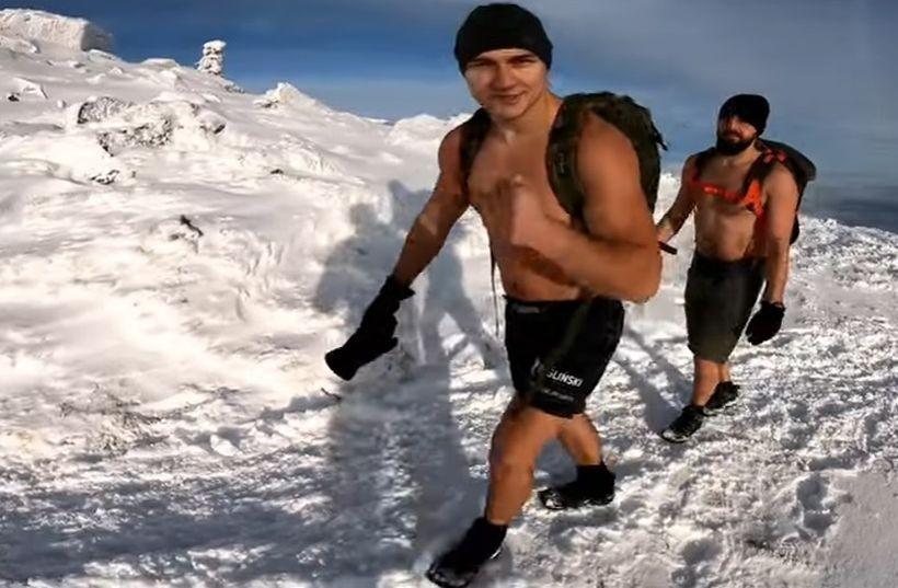 Paweł Żygliński z kolegą w drodze na szczyt Babiej Góry