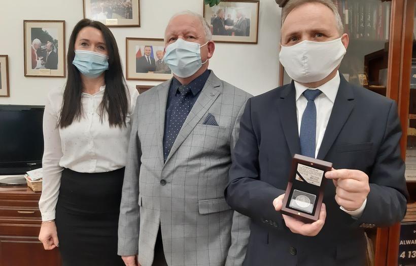 Burmistrz Kalwarii Zebrzydowskiej podziękował radnemu wojewódzkiemu za pomoc