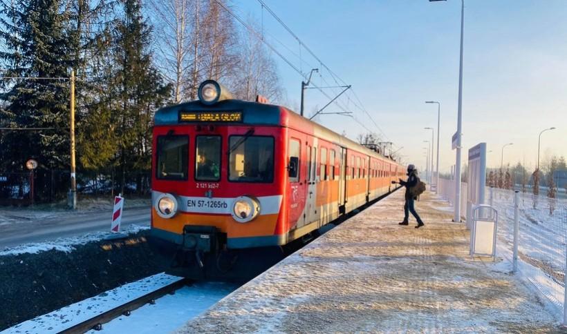 Nowiutki przystanek kolejowy w Wadowicach już zatrzymuje pociągi. Gdzie ci pasażerowie?