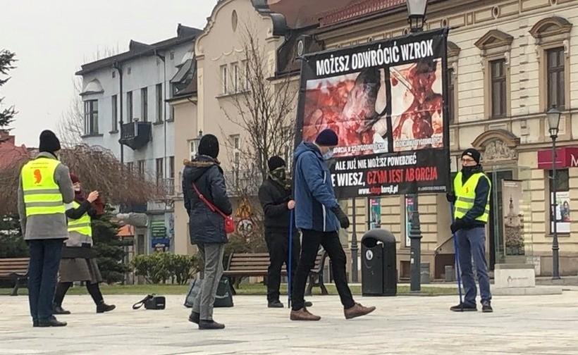 Na rynku w Wadowicach różaniec w intencji uratowania Polski od aborcji
