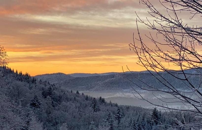 Wschód słońca pod Leskowcem, 9 luty 2021