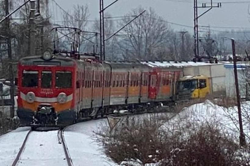 Dwa wypadki z udziałem tego samego pociągu w ciągu kilku godzin. Jak to się stało?