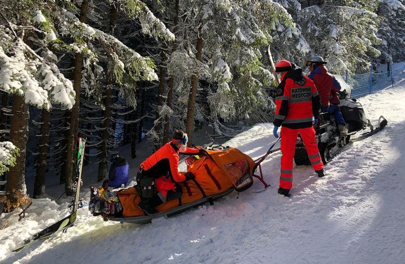 Ratownicy przetransportowali zmarłego do Korbielowa Kamiennej