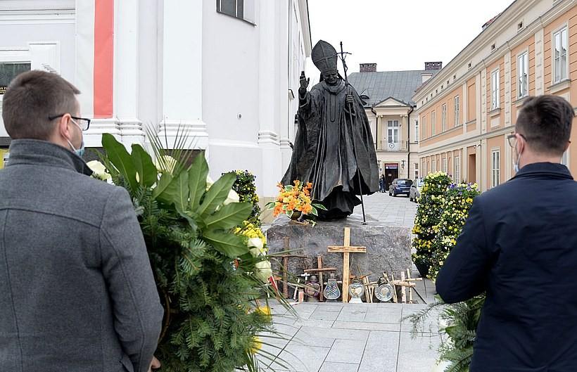 Wadowice pamiętają o rocznicy śmierci papieża Jana Pawła II. Skromne obchody