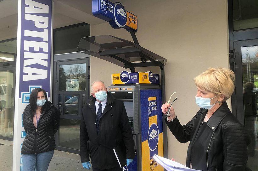 W poniedziałek burmistrz Augustyn Ormanty zapowiedział, ze nadal zamierza upominać się o dyżury nocne dla aptek. Trzy punkty działające w mieście nie chcą ich wykonywac i blokują otwarcie kolejnego