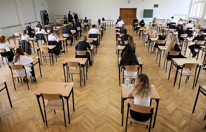 """Nie chcą stresować maturzystów i ósmoklasistów: """"Na egzaminach nie będzie testów na koronawirusa"""""""