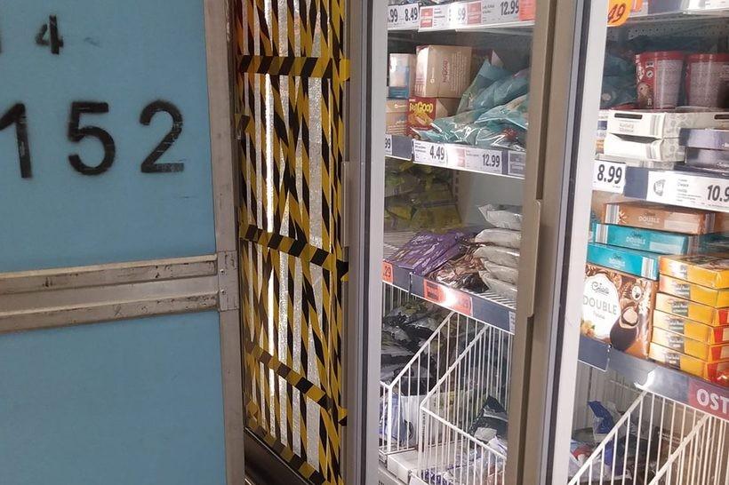 W jednym ze sklepów od naporu chętnych pękła szyba w lodówce
