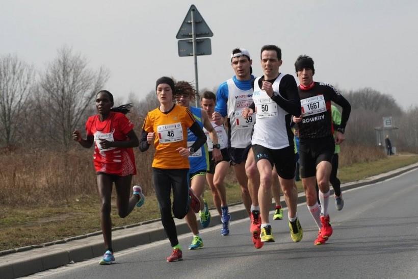 Paweł Góralczyk podczas biuegu na 10 kilometrów we Wrocławi