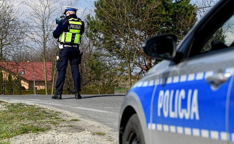 """Więcej policjantów na drogach w czasie majówki. """"Wciąż panuje stan epidemii"""""""