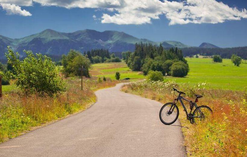 Małopolska zaprasza na rowery, przewodnik po trasach już gotowy. Gdzie można pojeździć?