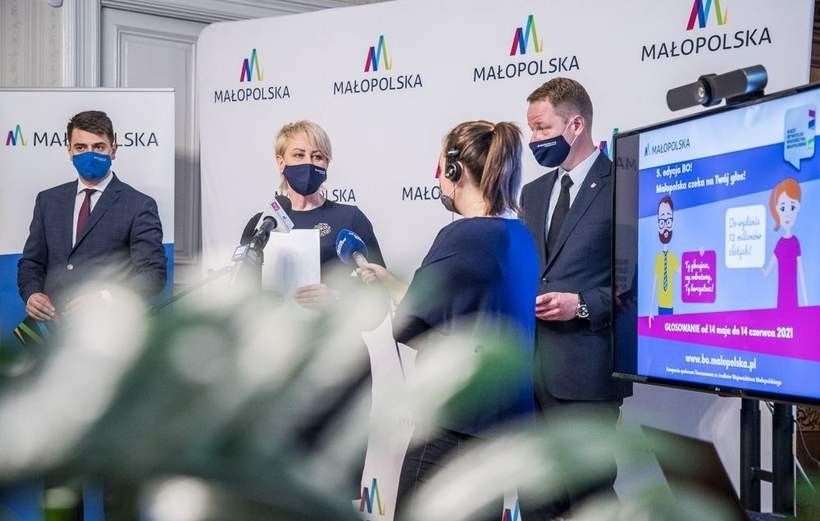 W inauguracji głosowania wzięła udział Iwona Gibas z Zarządu Województwa Małopolskiego oraz zastępca dyrektora Kancelarii Zarządu Dawid Puszko