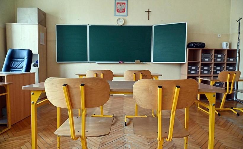 W szkołach rusza nauka hybrydowa. Jakie są nowe zasady?