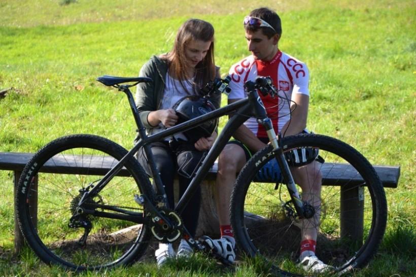 Młodzi mieszkańcy powiatu suskiego przetestowali osiem tras rowerowych i stworzyli swego rodzaju videoprzewodniki
