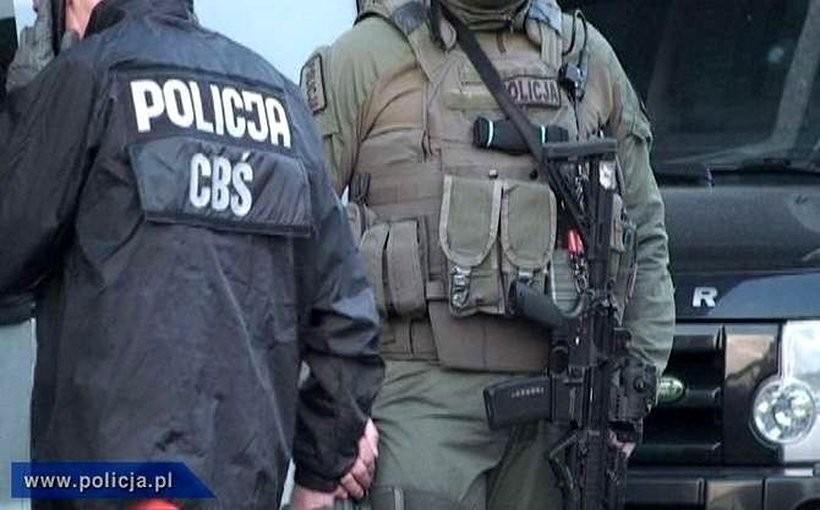 Lokalnego producenta narkotyków odwiedzili policjanci CBŚ. Zatrzymano cztery osoby