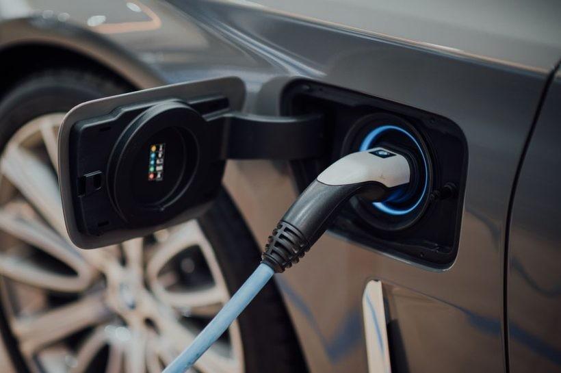 Połowa firm w Polsce może mieć już za trzy lata co najmniej jedno elektryczne auto