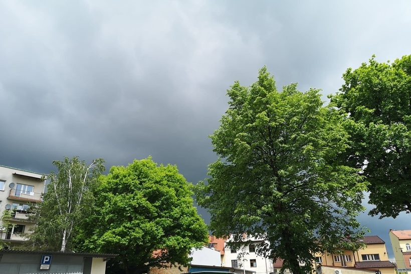 Deszczowe chmury ostatnio bardzo często zakrywają niebo