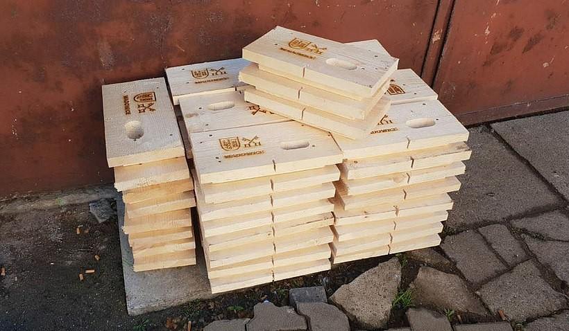 Budki dla jerzyków z logiem Wadowic hitem sezonu. Są tacy, co chcieliby sobie kupić
