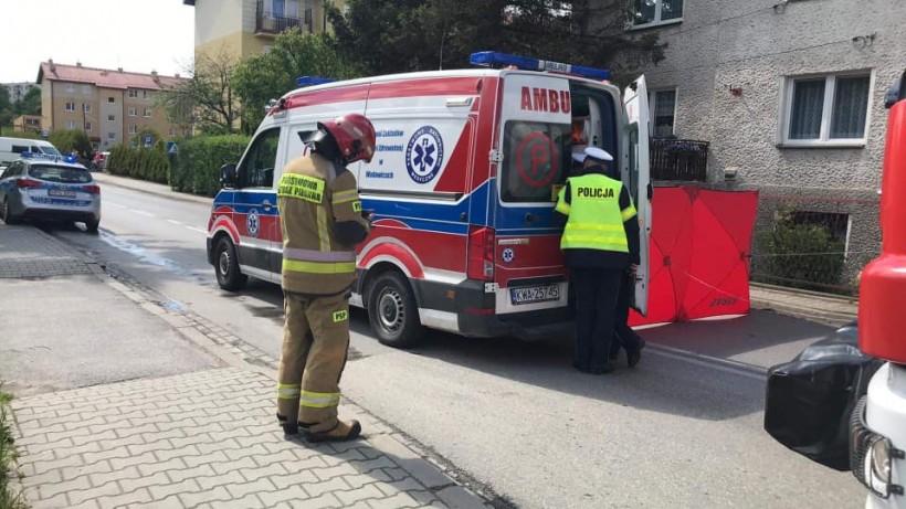 Śmiertelny wypadek na ulicy Niwy w Wadowicach. W wypadku zginęła 62-letnia kobieta potrącona przez samochód