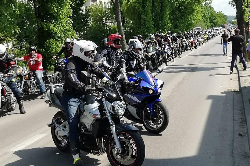 Korowód żałobny motocyklistów na pogrzebie w Wadowicach. Tak żegnali Mleczyka