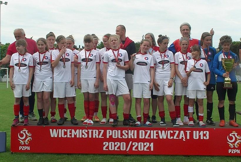 Piłkarki z Brzeźnicy zagrały tak, że głowa mała! Dziewczyny wywalczyły wicemistrzostwo Polski