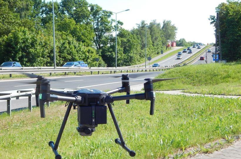 Dziesiątki kolizji, pijanych kierowców, nad korkami drony. To był dopiero weekend na drogach
