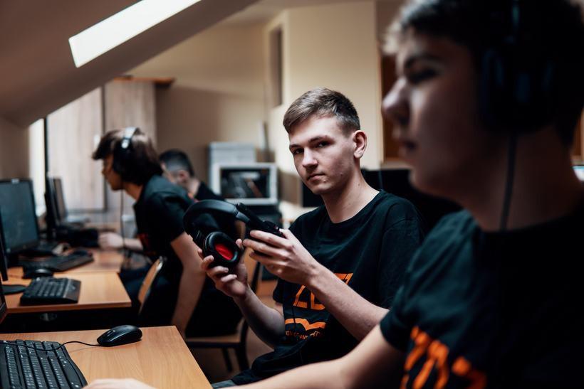 Wyszkoleni gracze internetowi staną do walki w e-sporcie. Do turnieju zaproszeni są uczniowie