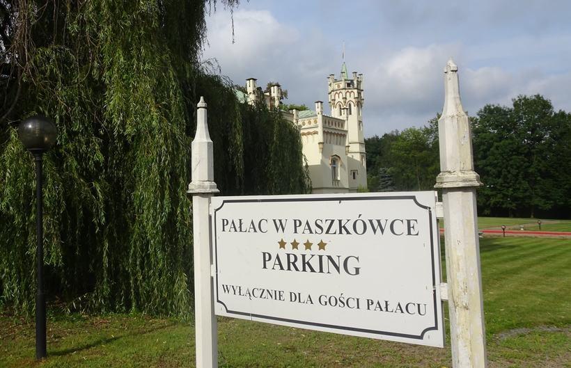 Pałac w Paszkówce idzie pod młotek. Wartość oszacowano na niecałe 10 mln zł