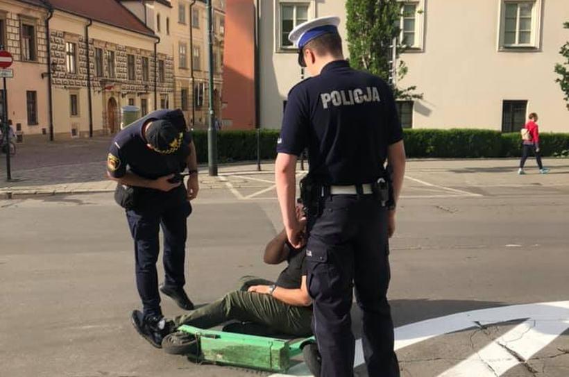 W Krakowie sprawdzają trzeźwość kierowców hulajnóg. W Wadowicach też by się przydało?