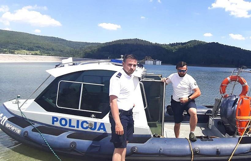 Policjanci patrolują Jezioro Mucharskie. Pierwsi żeglarze już zgrzeszyli