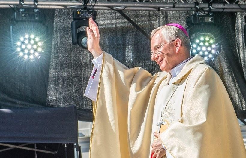 Koniec z dyspensą na msze święte. Wierni powinni wrócić do kościołów