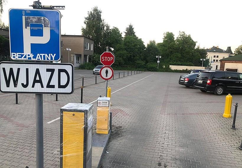 Kierowcy zyskali na wojnie parkingowej w Wadowicach. Od teraz postój przy Ogrodowej za darmo