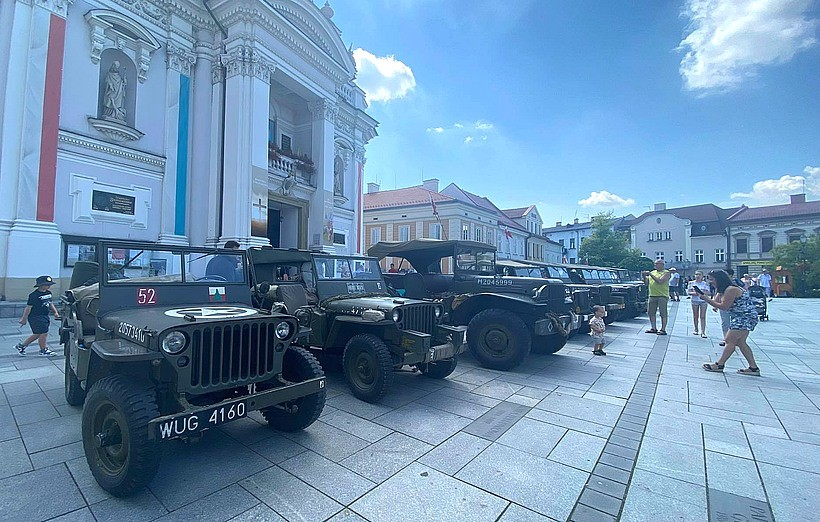 Kultowe jeepy zajechały do Wadowic. Co to za impreza?
