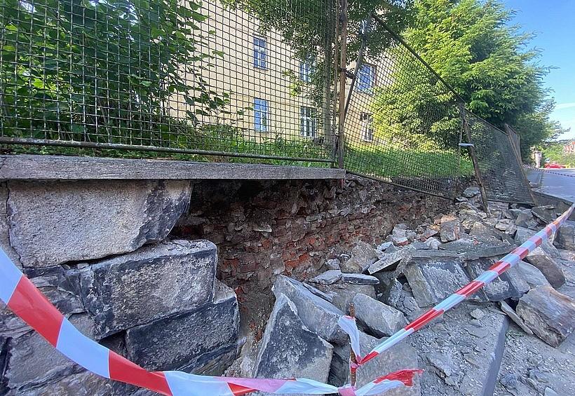 Będzie śledztwo w sprawie ruiny na ulicy Szpitalnej. Starosta zasłania się konserwatorem zabytków