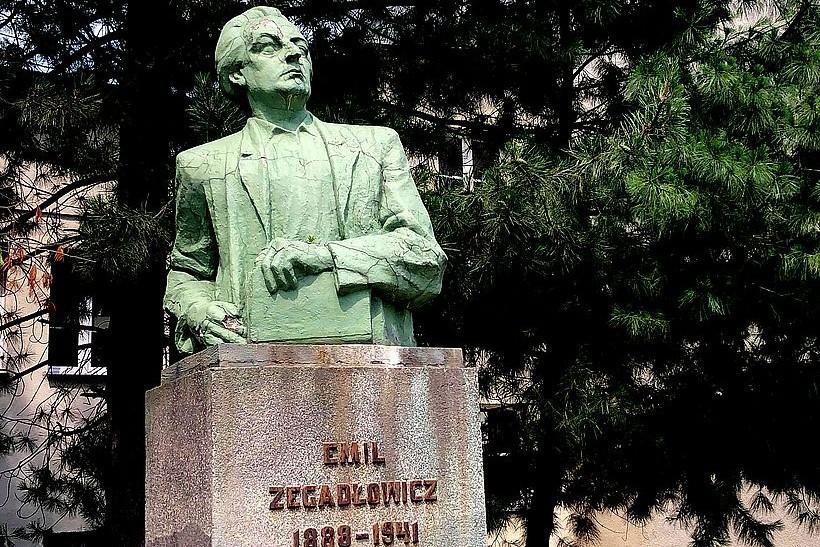 Pomnik Emila Zegadłowicza w Wadowicach to zabytek, ale właściciel, czyli starosta nie potrafi o niego zadbać