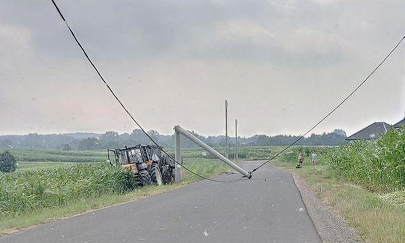 """W Bachowicach kolizja traktora ze słupem. Na """"Górkach"""" utrudnienia w ruchu"""