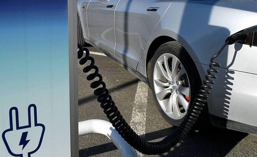Ruszył nabór wniosków o dotację do zakupu samochodów elektrycznych. Jakie warunki?